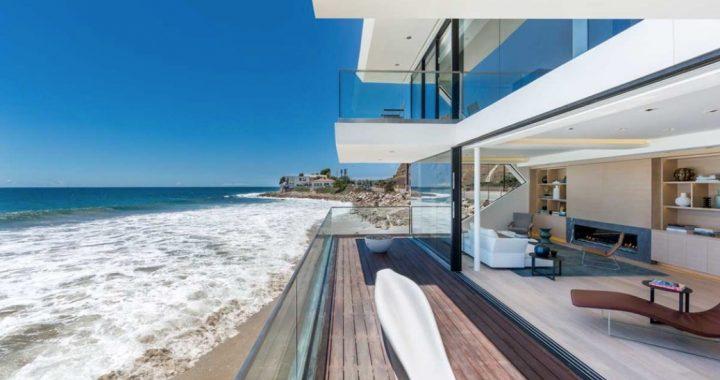 Image: modern home on the beach