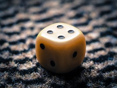 Image: six-sided die with the number four positioned at the top